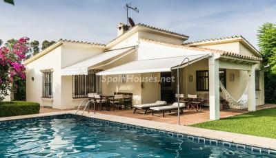 Beautiful light-filled villa for sale in Estepona (Málaga)